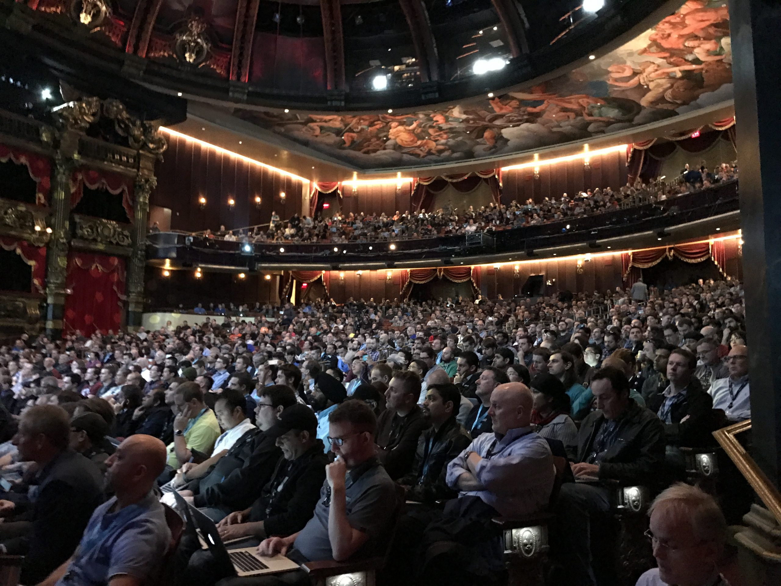 Audience at AWS re:Invent shortly before CTD303